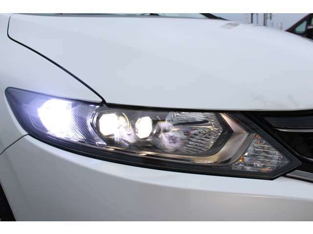 LEDヘットライトが装着されています。夜間走行のさいはかなり明るくて安全です!