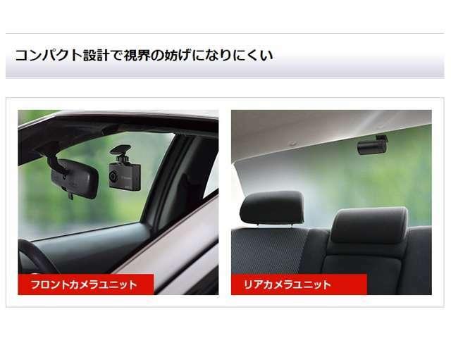 リアカメラユニットはブラケット一体型なので、リアガラスに近い位置に取付けでき、視界の妨げになりません。また、ガラスとの隙間が少ないので、反射による車内の映り込みも抑えられます。