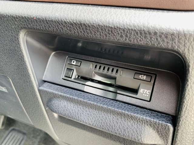 めんどうな高速道路の料金所はノンストップ&キャッシュレスで通過できるETC付き。専用のスマートICでも乗り降りできます。