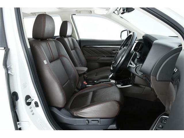 運転席にはパワーシートを装備!!微調整が効き最適なベストポジションを確保できます。