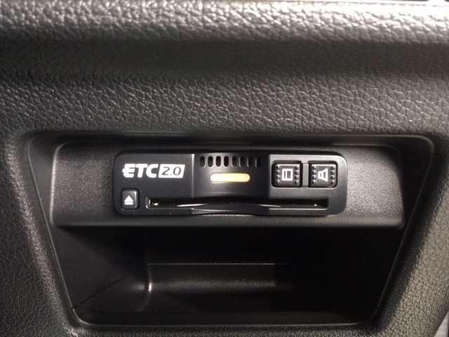 今や必須装備ともいえるETC車載器です。とにかく便利で経済的です。