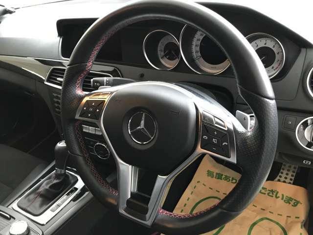 ガレージ保管のため紫外線の影響を受けていない使用感の少ない内装状態です。