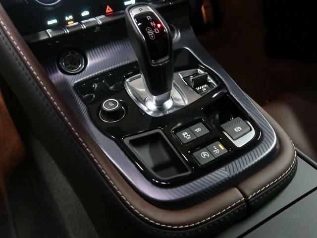 使用感も無く快適なドライビングをサポートいたします。特徴的なドライビングモードの切り替えも容易に行えます。