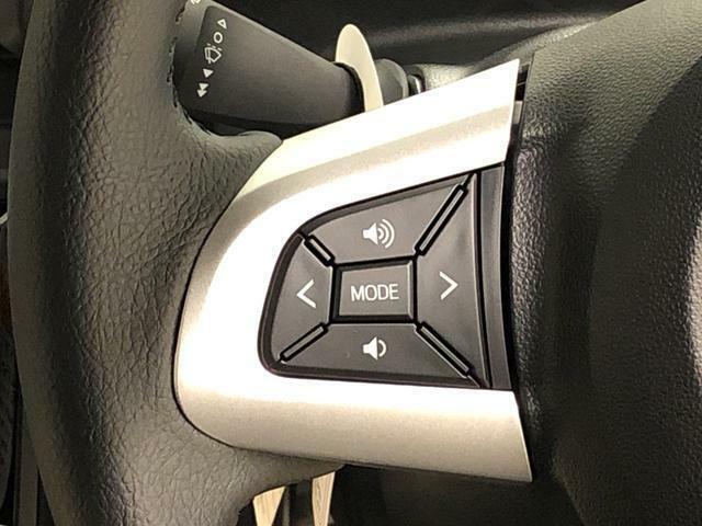 ナビのオーディオはハンドルのボタンで操作が可能です♪