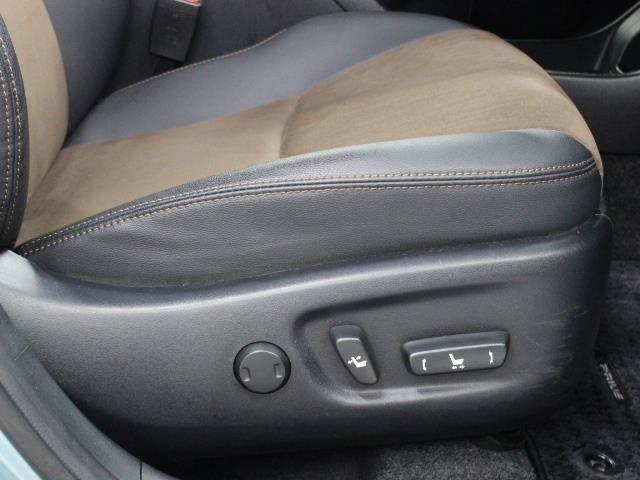 パワーシートを採用し、スイッチひとつで最適なシートポジションへの調節が可能です。