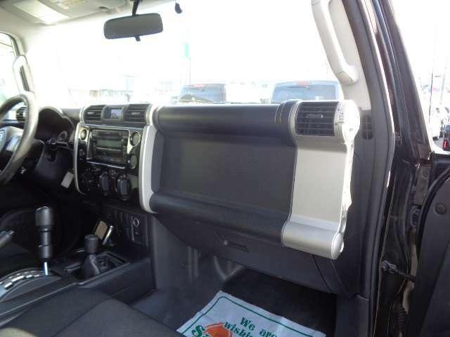 車両入庫時品質チェック100項目以上!外装や内装、下回りなど品質判定、高速道路での試乗走行を行い当社規定をクリアした当店お薦め車両のみ展示を徹底しています。