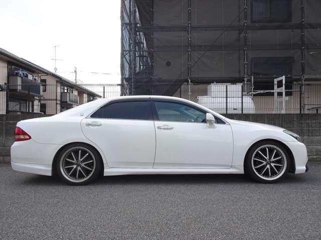 クスコ車高式調整サスペンションが装着されており調整範囲のお好みの車高に調整可能です。