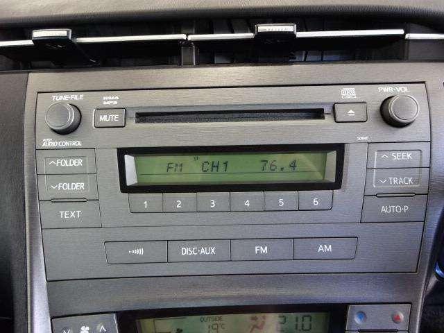 インパネ一体型のメーカー装着CDチューナー(AUX端子有り)付き!