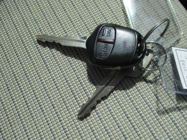 ドアの開閉に便利なキーレスももちろん付いてます!今時はもはや当然の装備ですね♪