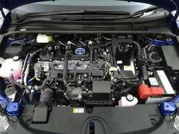 モーターとエンジンの長所を最大限活かし低燃費でありながら優れた走りを両立させています!エンジンルームまでピカピカに仕上げているのがトヨタカローラ秋田の中古車です!