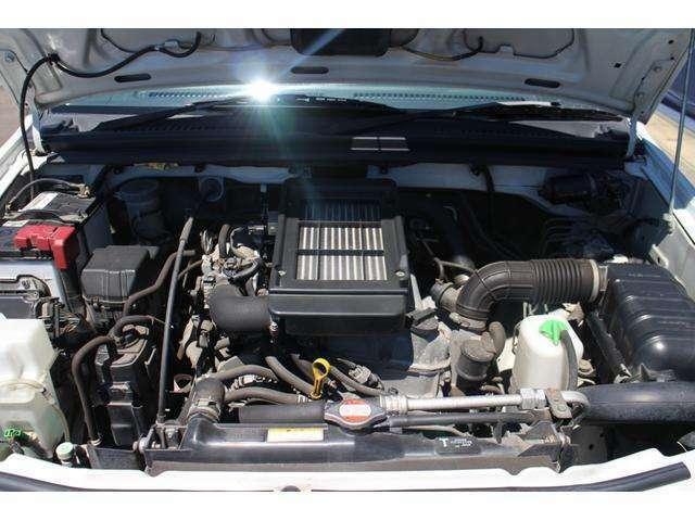 エンジンのシリンダーヘッドの改良で中・低回転域のトルクが改善。エアロッキングハブコントローラと4WDコントローラが統合され、2H-4L間の直接シフトが可能となります♪