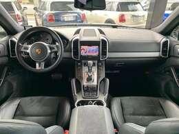 運転席、助手席パワーシート、シートヒーター、オートエアコン等快適装備も充実しております!快適なドライブをお楽しみ下さいませ!!