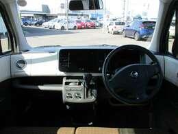 シンプルなデザインで快適な車内!