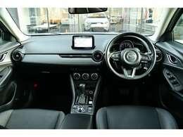 高品質と静謐が同居しているインパネ&センターコンソールです。部品一つ一つに拘りを持って作られています。運転席に座り、ハンドルを握れば、高級感漂う内装と走りの期待にワクワクされることでしょう!