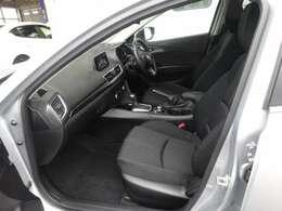 腰回りの接触面積を拡大し常に正しい姿勢の確保をサポートする構造のシートを採用しており、長距離ドライブでもフィット感があり疲れにくいです。