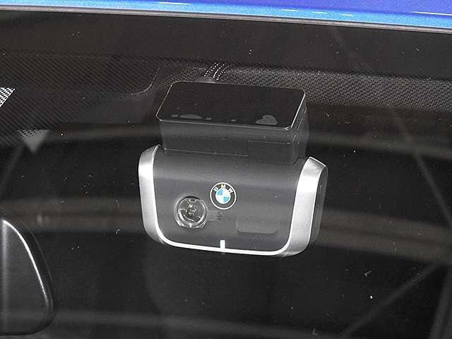 前後撮影可能な純正ドライブレコーダー装備。