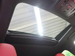 ●ムーンルーフ。車内を開放的な空間にしてくれて、換気もできます!