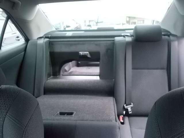 後部座席からトランクルームまで、このように<スルー>できます(^^)