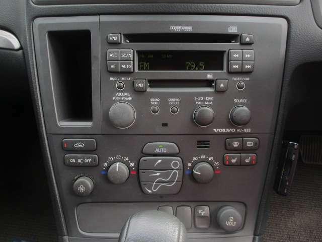 Bプラン画像:シートヒーターが装備されております♪センターパネルにございますこちらのスイッチで操作が出来ます♪エアコンは左右独立型になっておりますので、運転席と助手席で別々の温度調節が可能です♪