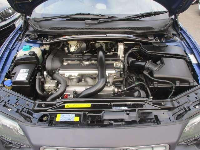 タイミングベルト交換済み(H28年6月、走行:6.6万km時、記録簿有)♪記録簿17枚(R2.1.H30~23.21~15年)♪エンジンルームはクリーニング済♪エンジンは吹け上がりも良く変速スムーズです♪