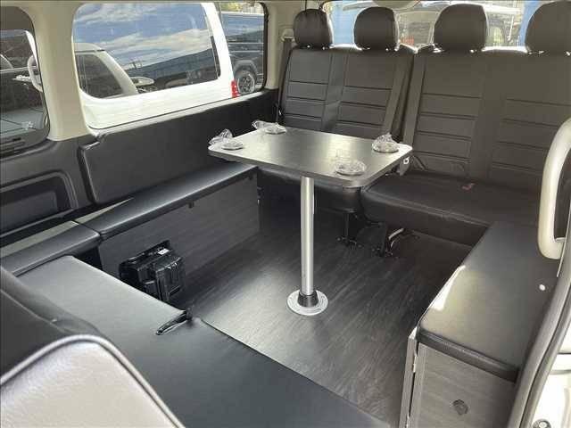3列目を活かしたゴージャスな空間になります!車内でお食事もとることができます!