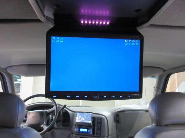 後席フリップダウンモニターでみんなで楽しくドライブも可能です♪