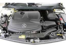 ◆シャシーはエンジンよりも速く◆「走る」「曲がる」「止まる」を追究したメルセデスの独自の設計哲学です。エンジンの性能をフルに発揮しても充分な余裕を残さなければならない。安全な車造りの象徴です。