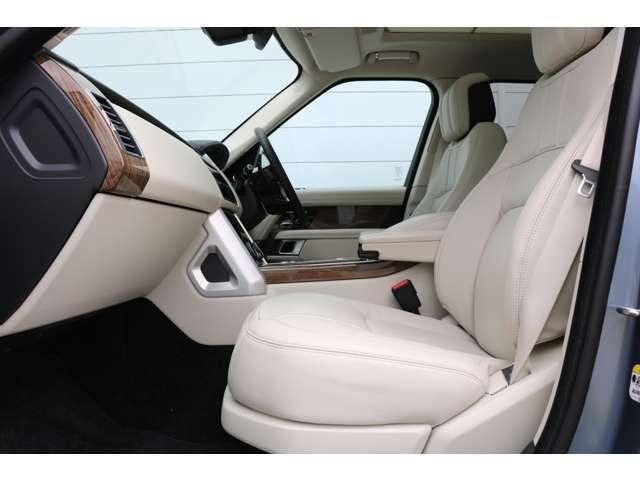 電動調整式シート(運転席・助手席)(メモリー機能付)18x18ウェイ フロントシート、フロント&リア・シートヒーター