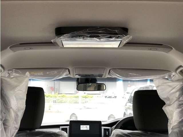 11.5型の後席モニターも装備しています。