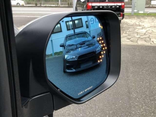 コルトスピードのMFオプティカルブルーミラーを装備。ウィンカーを鏡面に表示するので、後方側方のクルマに自車の動きを知らせます!