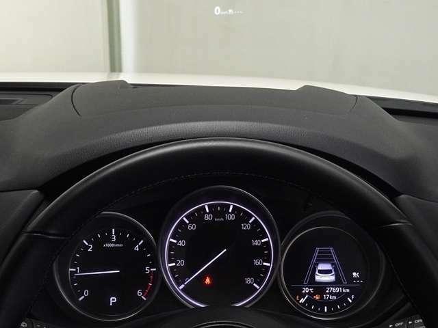 車速や、ナビゲーションのルート誘導など走行時に必要な情報をアクティブドライビングディスプレイに表示!視線の移動と眼の焦点調節が少なく、安全運転に役立ちます。