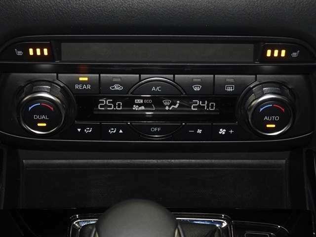 デュアルエアコン運転席 助手席 別々で温度設定が出来るデュアルエアコンです。