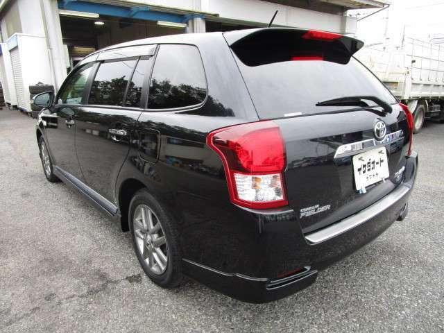 カローラフィールダーの左リヤビュー UV&プライバシーガラスで、車内の紫外線&プライバシーをシャットアウト