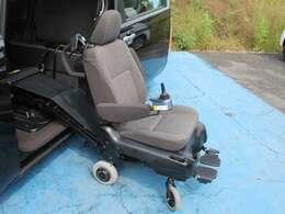 助手席は電動式のため自走可能です!フル充電でなんと約8Kmもの走行ができます☆