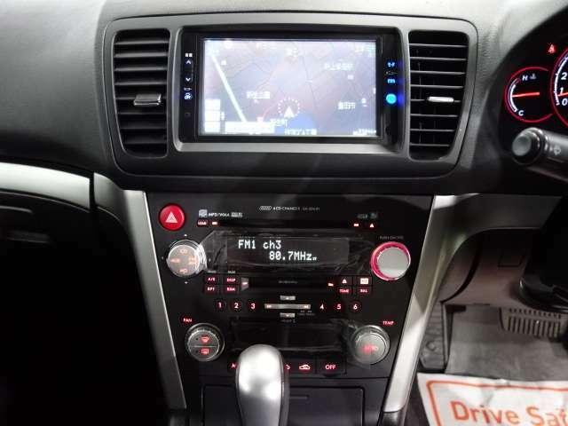 内外装装備ではレーシングフラップエアロ Fエアロリップ  メタルブロンズ17AW リアスポイラー DVDナビ キーレス HID ETC装備されてます。