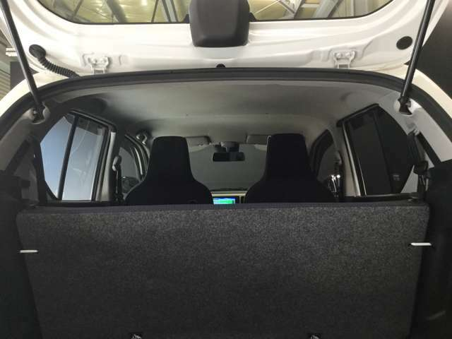 天井も綺麗です☆私は中古車を見るときに天井を良く見るようにしています☆ここが綺麗な車は車内が綺麗なことが多いです☆