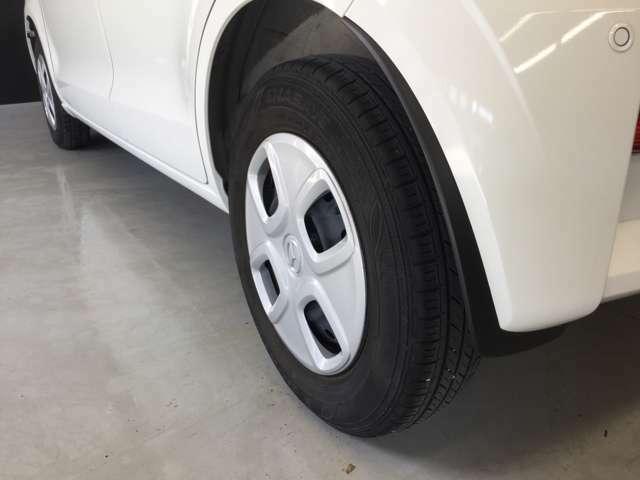 タイヤはスチールホイル+ホイールキャップとなっております。
