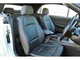 高級感溢れるブラックレザーシート☆ロングドライブもしっかりとサポートしてくれるシートです!