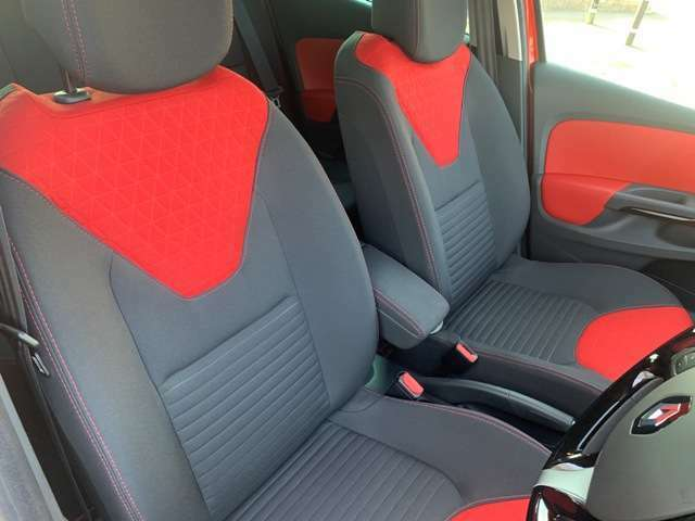 座り心地の良いファブリックシート!運転を快適にサポートします!
