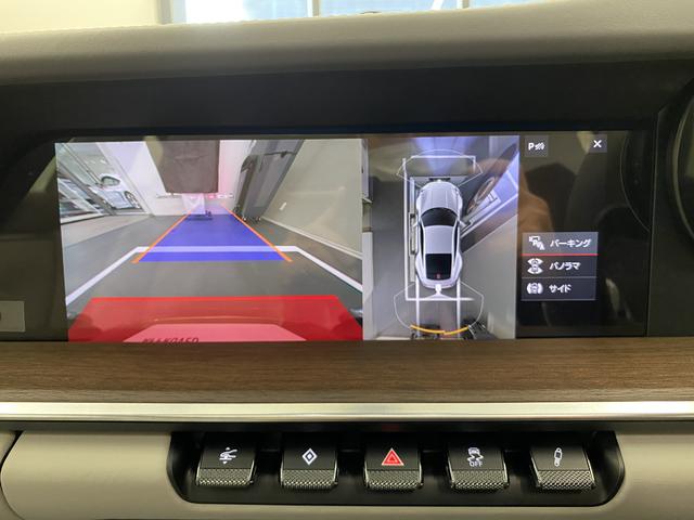 バックカメラはアラウンドビュー付きですので駐車の際も安心です。