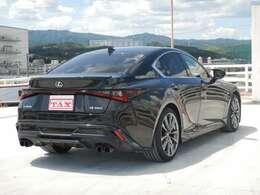 TRDエアロダイナミクスパッケージ(フロントスポイラー・エアロダイナミクスミラーカバー・サイドスカート・スポーツマフラー・リアディフューザー、495000円相当)装着車です!