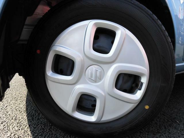タイヤは14インチサイズになります!!ホイールキャップが装着されます!!