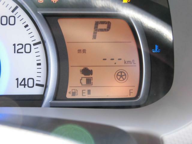 メーター内には車両のエネルギーの流れが一目で分かる『エネルギーフローインジケーター』を装備!!