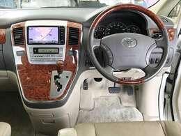 ベージュを基調とした清潔感のある車内です。