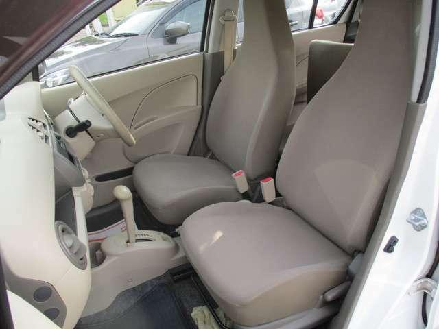 運転席、助手席も十分な広さです。