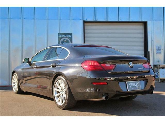 BMWクーペモデル特有の流れるようなボディラインに、スポーティなプロポーションを生み出すエクステリアデザイン