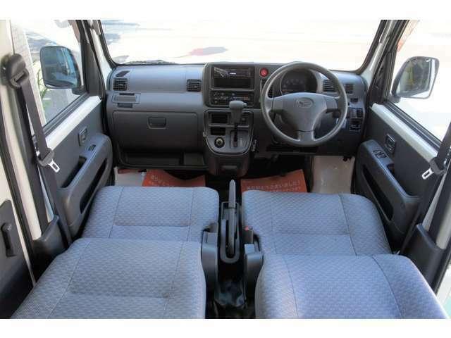 運転席&助手席ともにリクライニングシートです