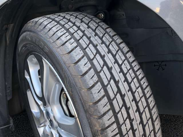 タイヤの状態も良好です。その他お好きなタイヤへの履き替えやスタットレスタイヤのご相談も当店にお任せくださいませ。