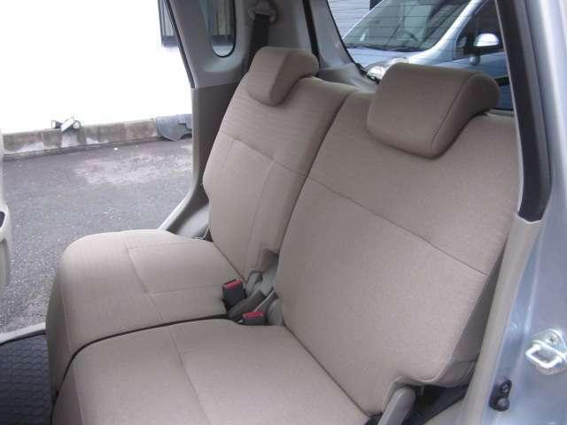 後部座席も背もたれ自由に動かせます!ゆったりお座り下さい!