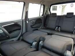 前席を倒してフラットなスペースを簡単に確保できます。 足を延ばして休憩や仮眠を取りたいときや、車中泊で大活躍しますよ!